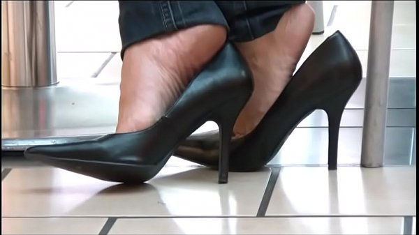 Pump, Candid, Shoeplay, Cafe, Dangling, Pumps